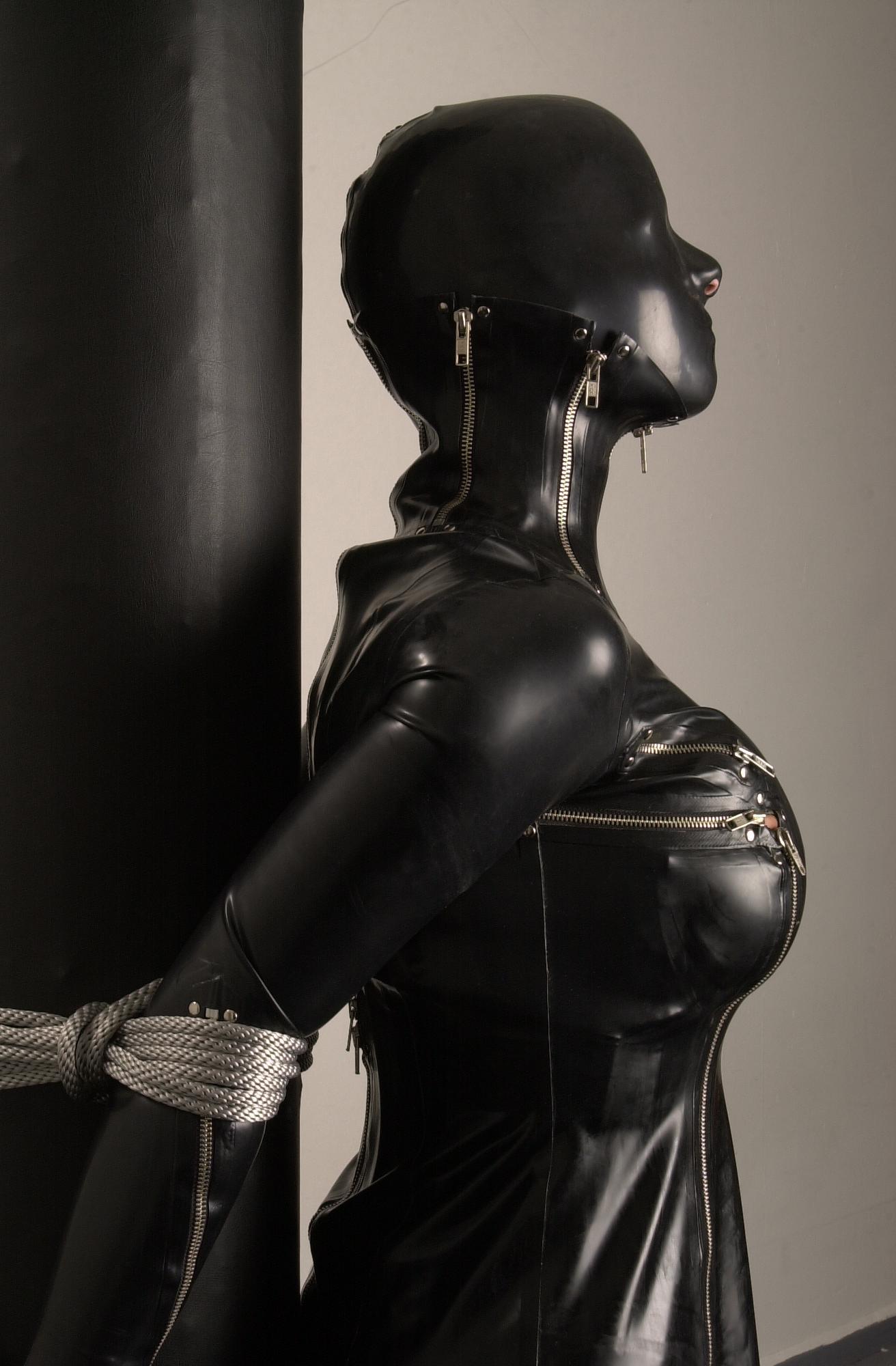 Резиновый секс костюм 24 фотография